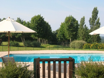 Rent a castle with pool in Dordogne, France
